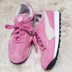 Puma pink suede running shoes sz. 3 retro style